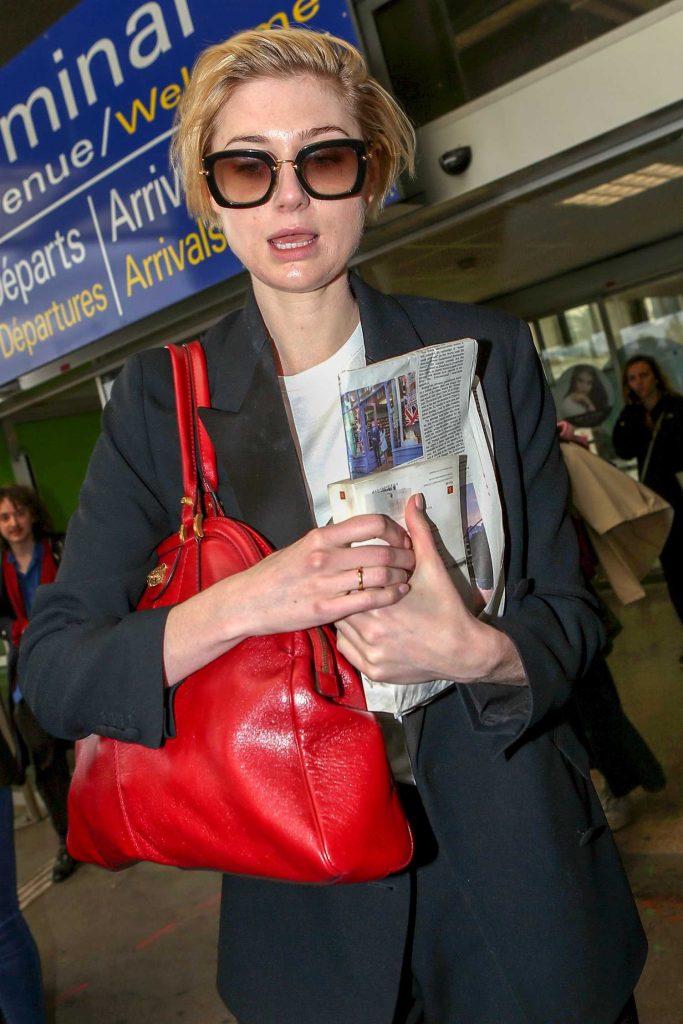 Elizabeth Debicki Arrives at Nice Cote d'Azur Airport in Nice-5
