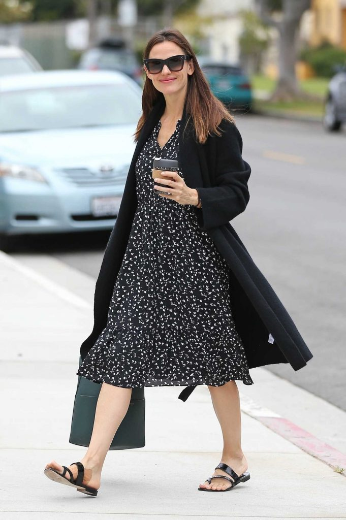 Jennifer Garner Stepped Out in Pacific Palisades-4