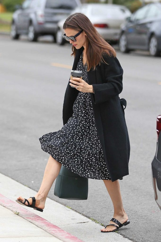 Jennifer Garner Stepped Out in Pacific Palisades-5