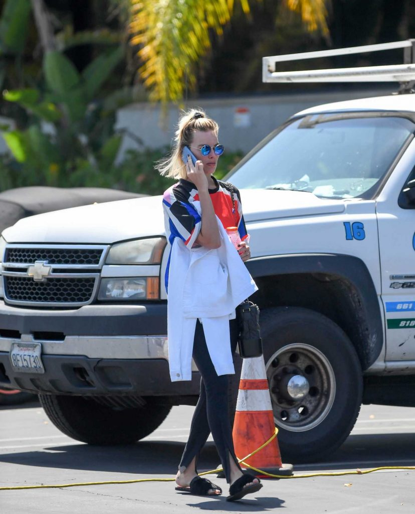 Margot Robbie Leaves a Medical Building in Marina del Ray-1