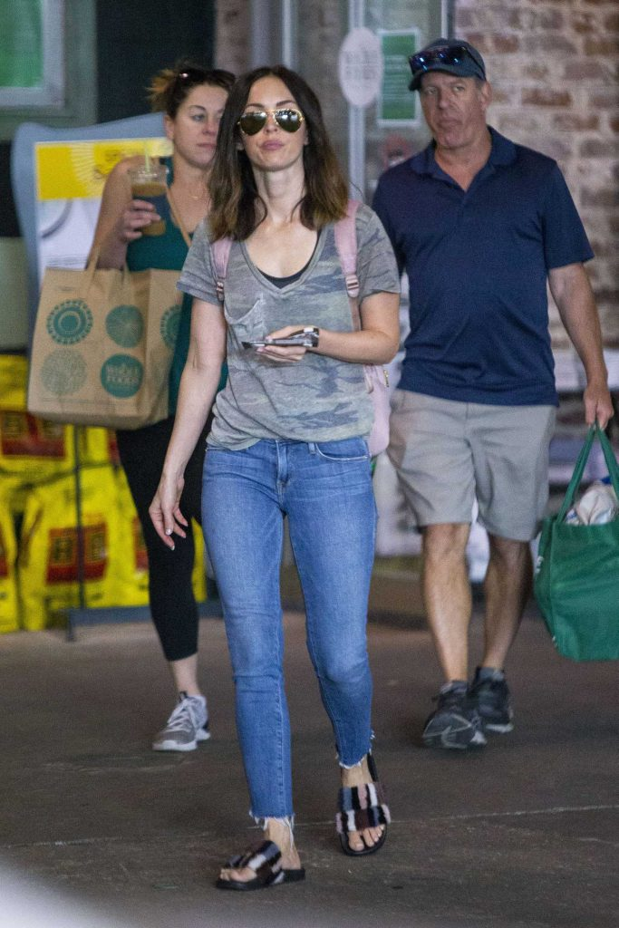 Megan Fox Goes Shopping with a Male Friend in New Orleans-2