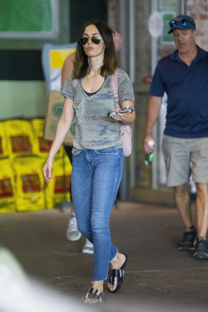 Megan Fox Goes Shopping with a Male Friend in New Orleans-3