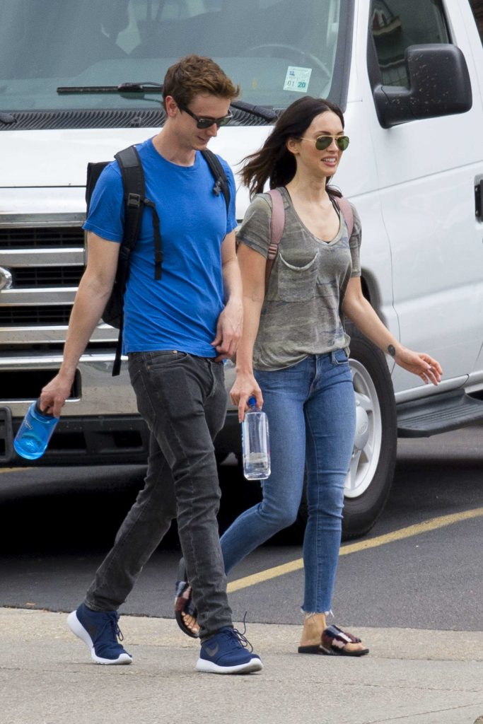 Megan Fox Goes Shopping with a Male Friend in New Orleans-4