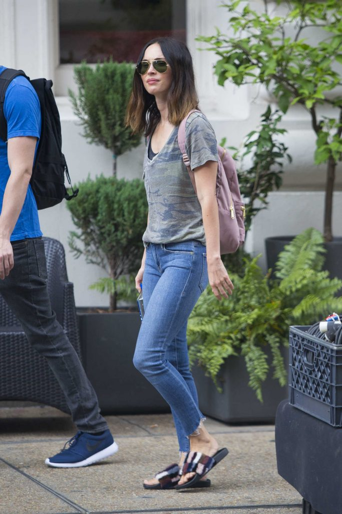 Megan Fox Goes Shopping with a Male Friend in New Orleans-5