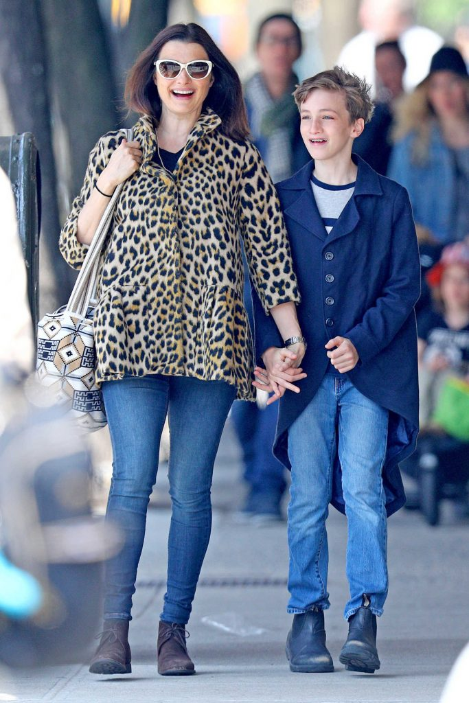 Rachel Weisz Goes for a Stroll through the Park in NYC-1