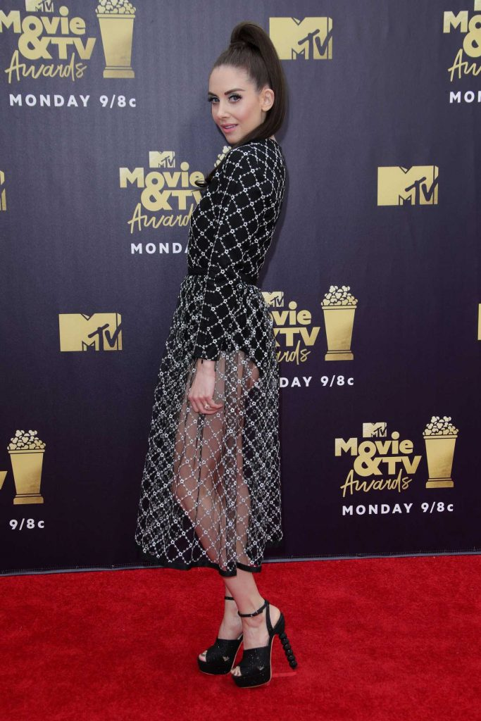 Alison Brie Attends the 2018 MTV Movie and TV Awards in Santa Monica-4