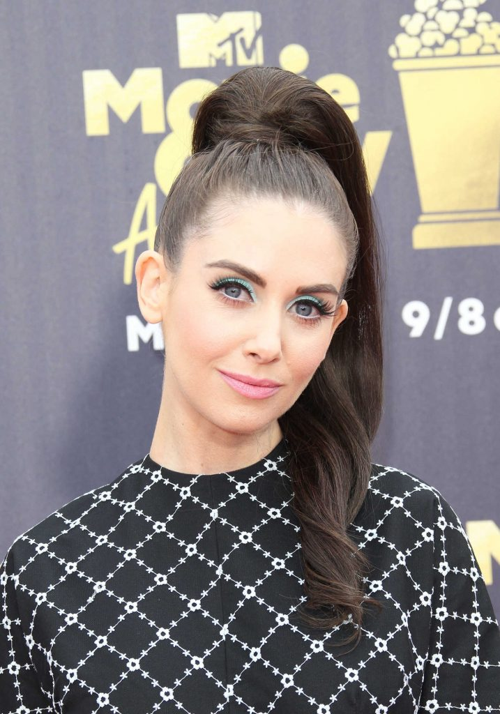 Alison Brie Attends the 2018 MTV Movie and TV Awards in Santa Monica-5