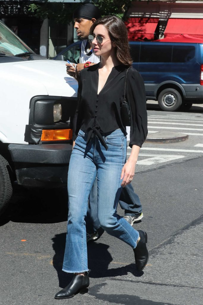 Alison Brie Steps Out in New York-4