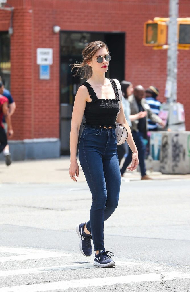 Alison Brie Was Spotted Out on a Stroll in New York City-4