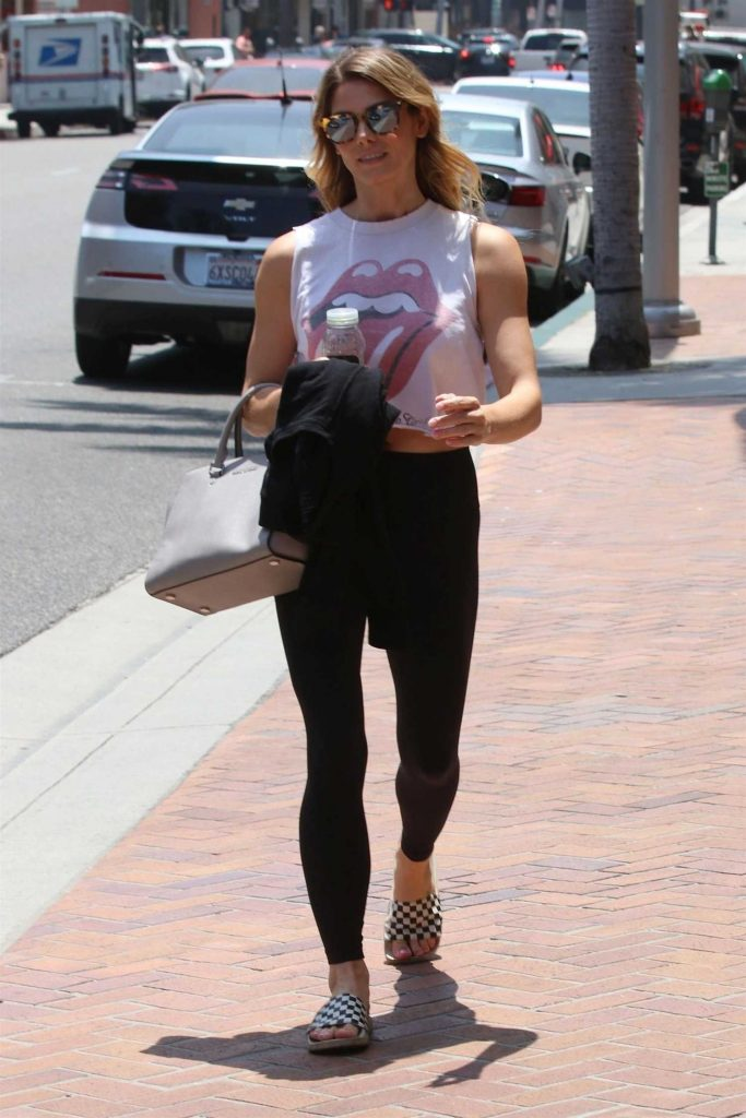 Ashley Greene Arrives at the Nail Salon in Beverly Hills-1