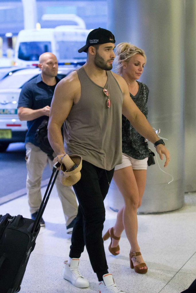Britney Spears Leaves Miami Beach with Her Boyfriend Sam Asghari After a Romantic Weekend-1