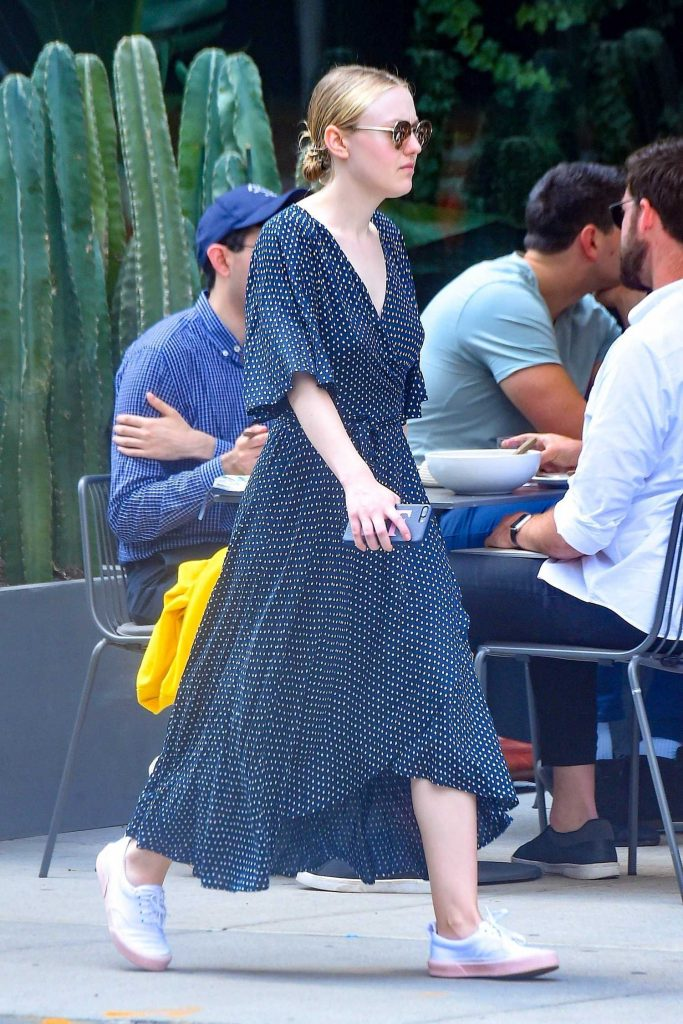 Dakota Fanning Was Seen Out in SoHo in NYC Was Seen Out in SoHo in NYC-4
