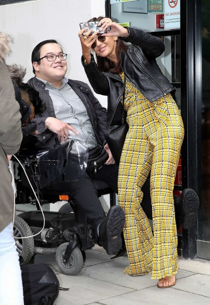 7efe8aaf0e92e Michelle Keegan Heads to Euston Station in London – Celeb Donut