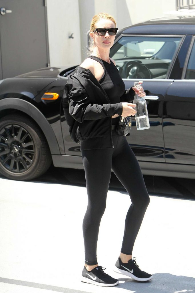 Rosie Huntington-Whiteley Wears a Sporty Outfit Out in Los Angeles-2