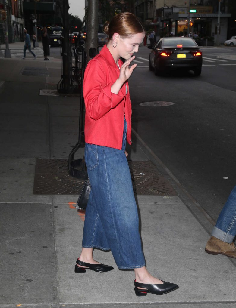 Zoey Deutch Was Seen Out with Her Boyfriend Dylan Hayes in New York City-2