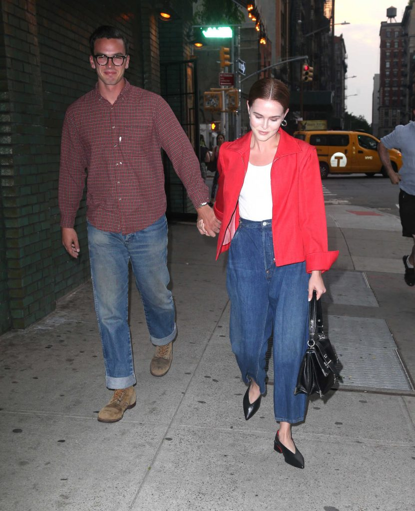 Zoey Deutch Was Seen Out with Her Boyfriend Dylan Hayes in New York City-4