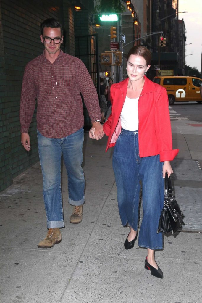 Zoey Deutch Was Seen Out with Her Boyfriend Dylan Hayes in New York City-5