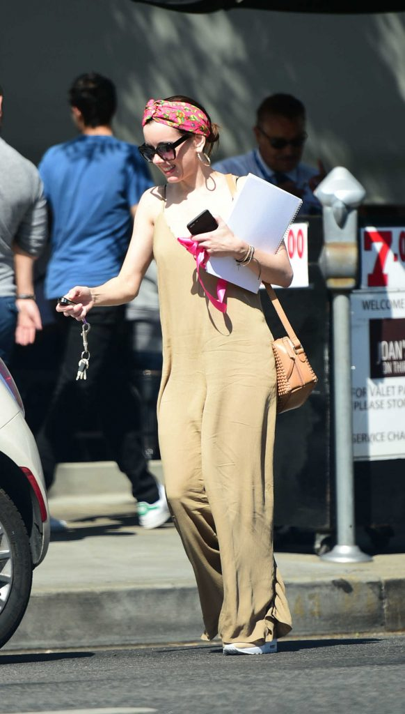 Alison Brie Was Seen Out in Los Angeles-3