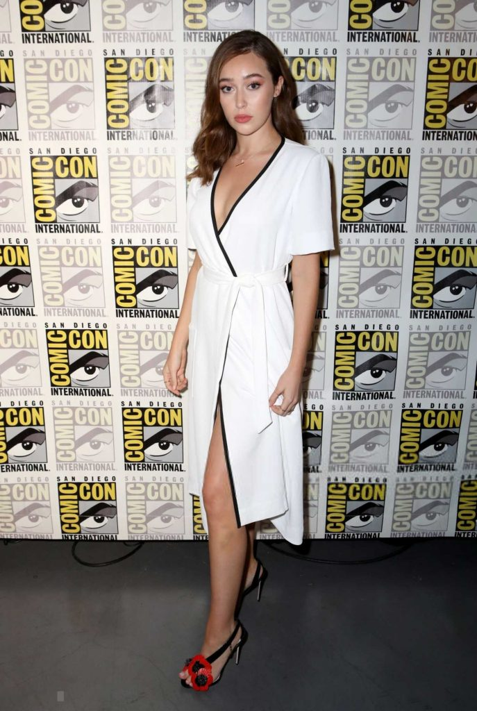 Alycia Debnam-Carey at Fear the Walking Dead TV Show Photocall During the Comic-Con in San Diego-1