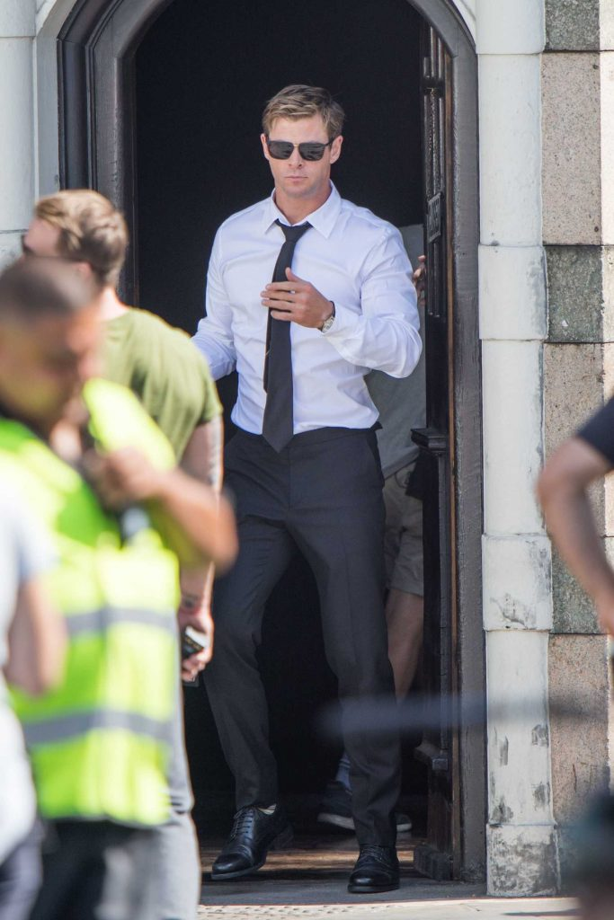 Chris Hemsworth on the Set of New Men in Black in London-1