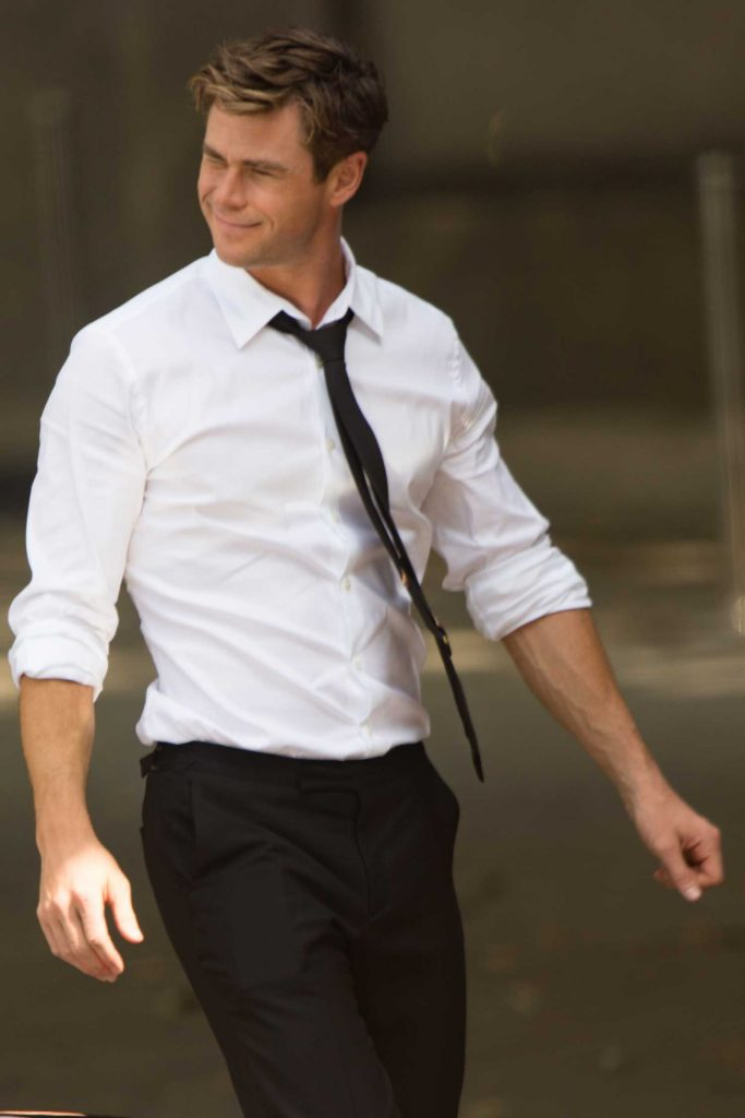 Chris Hemsworth on the Set of New Men in Black in London-5