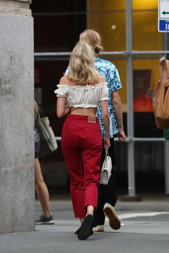 Elsa Hosk Was Spotted Out with Her Boyfriend Tom Daly in SoHo, New York City-5