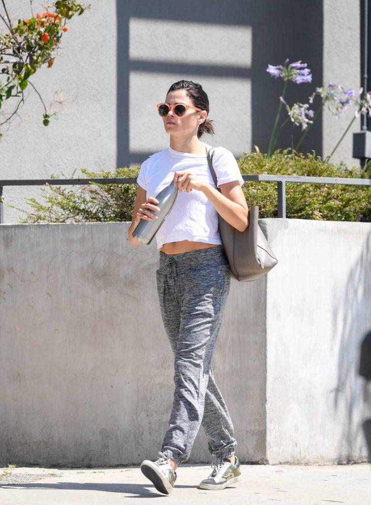 Jenna Dewan in Gray Sweatpants