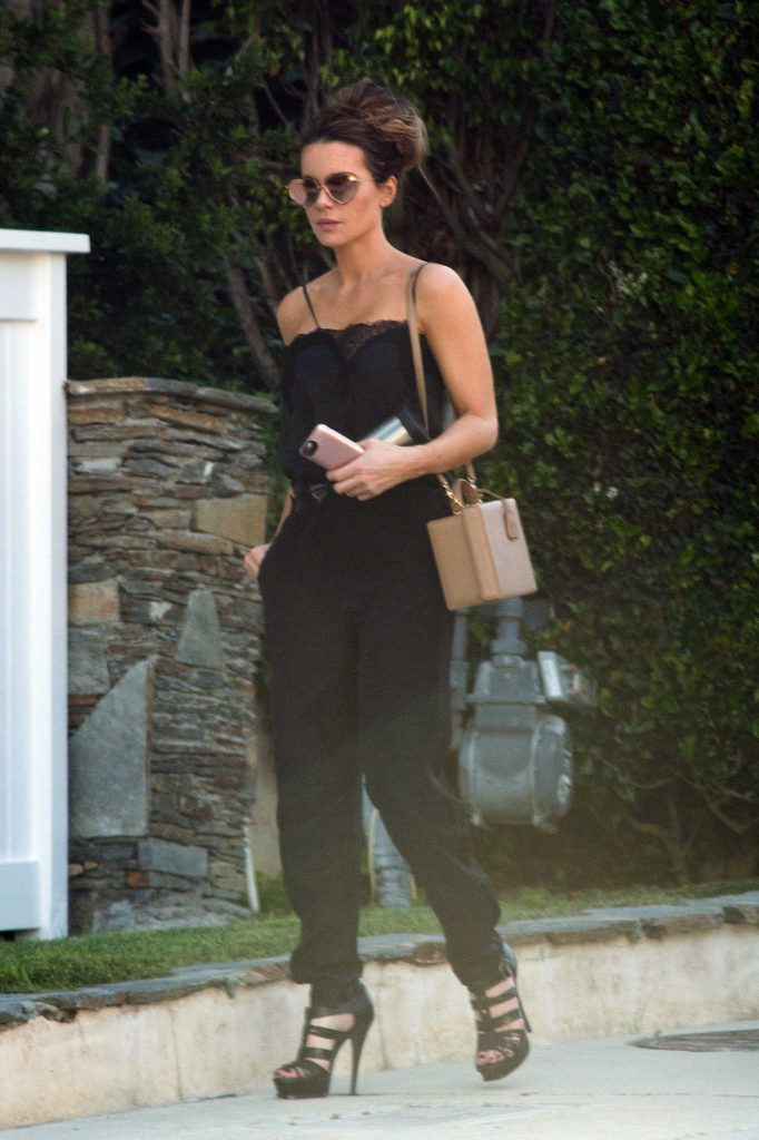 Kate Beckinsale Was Spotted Out in Los Angeles-1