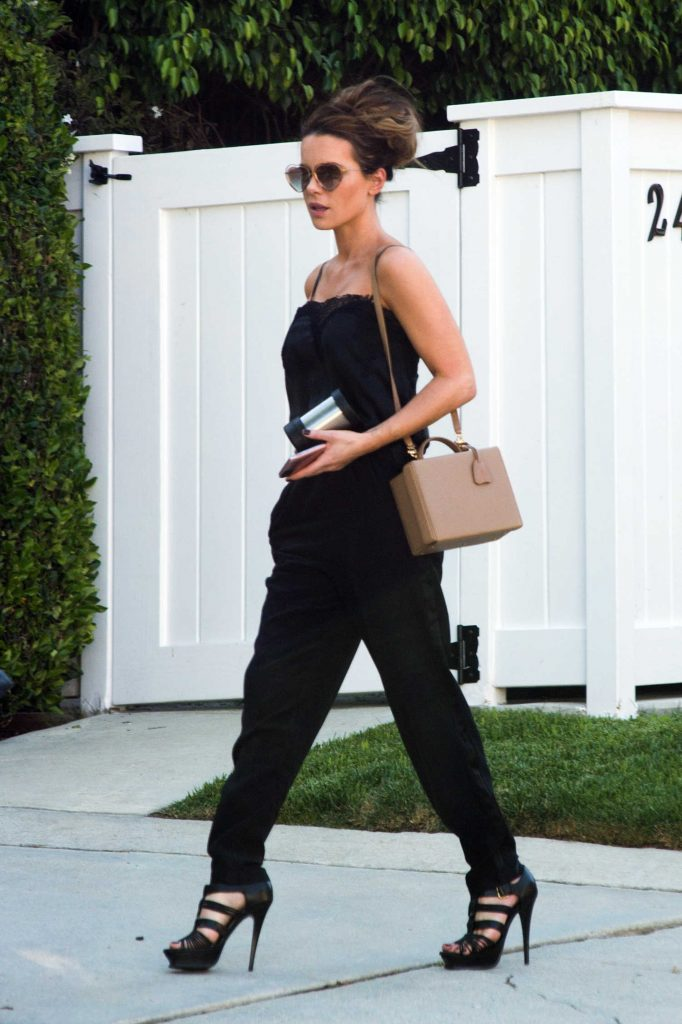Kate Beckinsale Was Spotted Out in Los Angeles-4