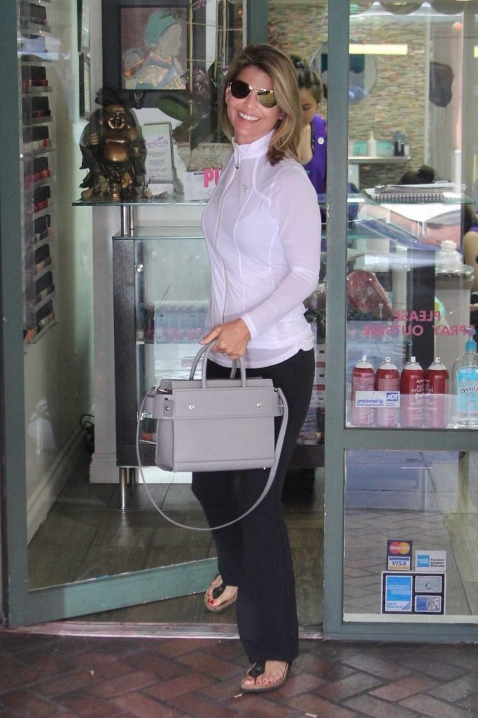 Lori Loughlin Visits the Nail Salon in Los Angeles-1