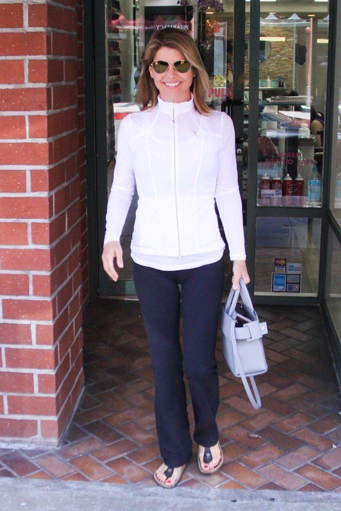 Lori Loughlin Visits the Nail Salon in Los Angeles-2