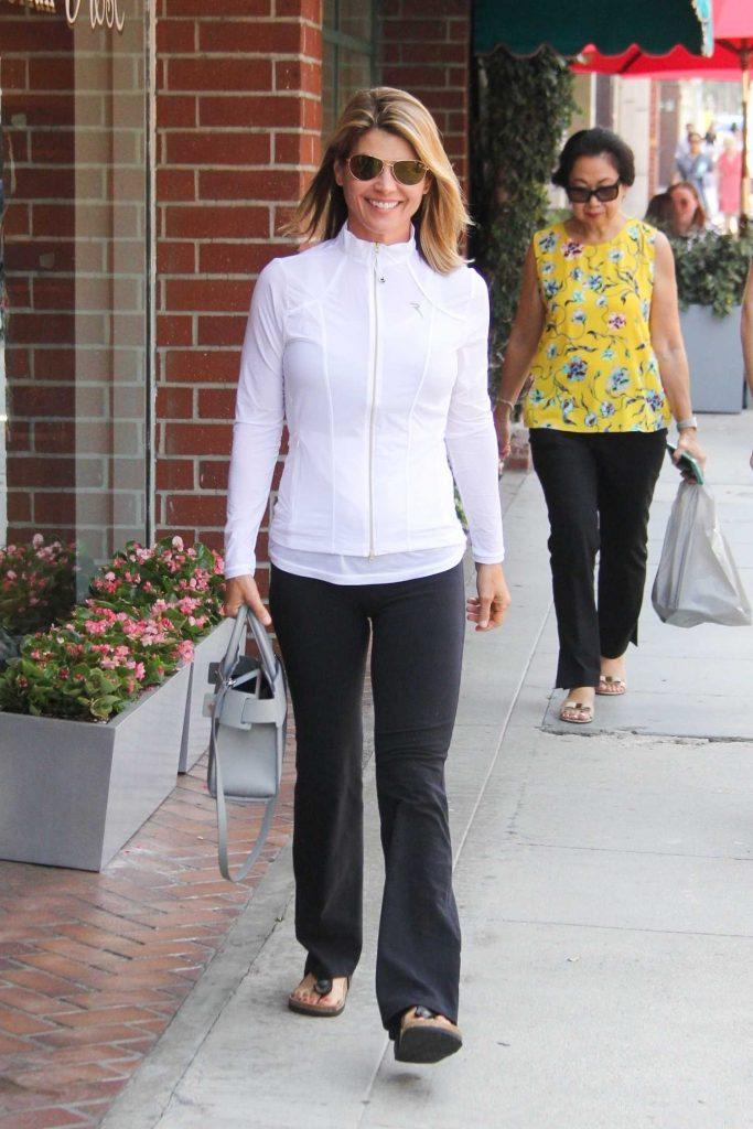 Lori Loughlin Visits the Nail Salon in Los Angeles-5