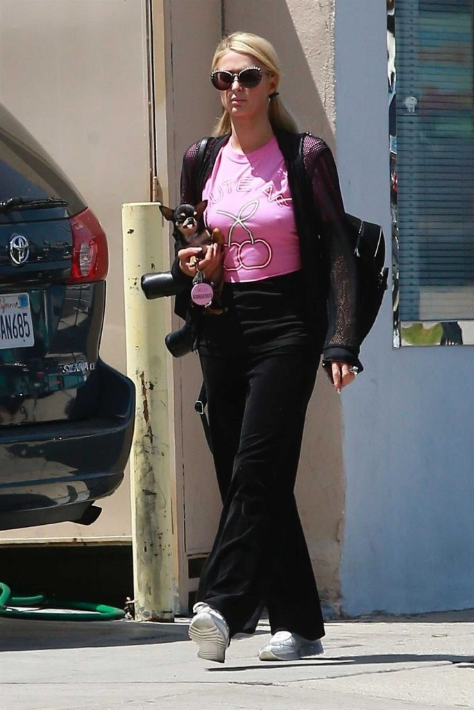 Paris Hilton Stepped Out in Beverly Hills-1