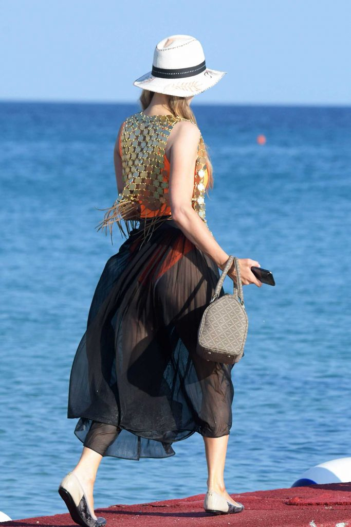Paris Hilton Was Spotted on the Beach in Mykonos-5