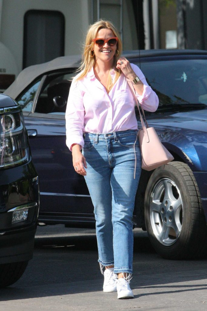 Reese Witherspoon Goes Shopping on Melrose in West Hollywood-1