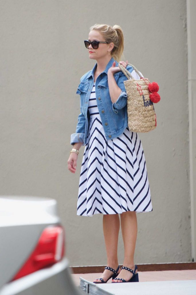 Reese Witherspoon Was Seen Out in Santa Monica-1