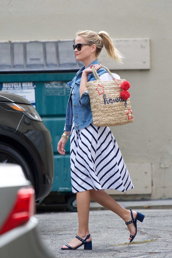 Reese Witherspoon Was Seen Out in Santa Monica-2