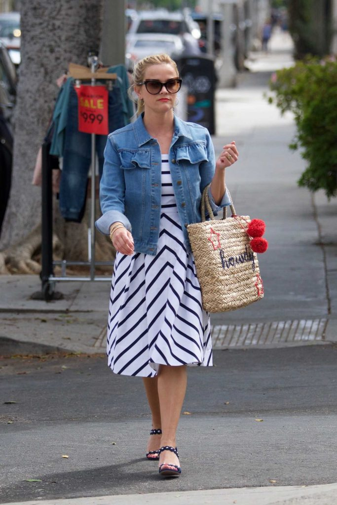 Reese Witherspoon Was Seen Out in Santa Monica-4