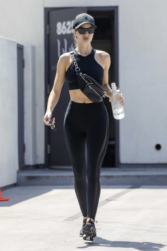 Rosie Huntington-Whiteley in a Black Workout Clothes