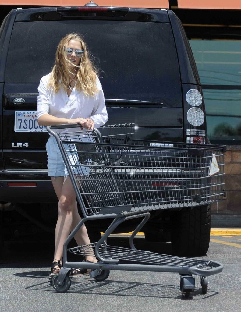 Teresa Palmer in a White Long Sleeves T-Shirt Goes Grocery Shopping at Gelson's in Los Angeles