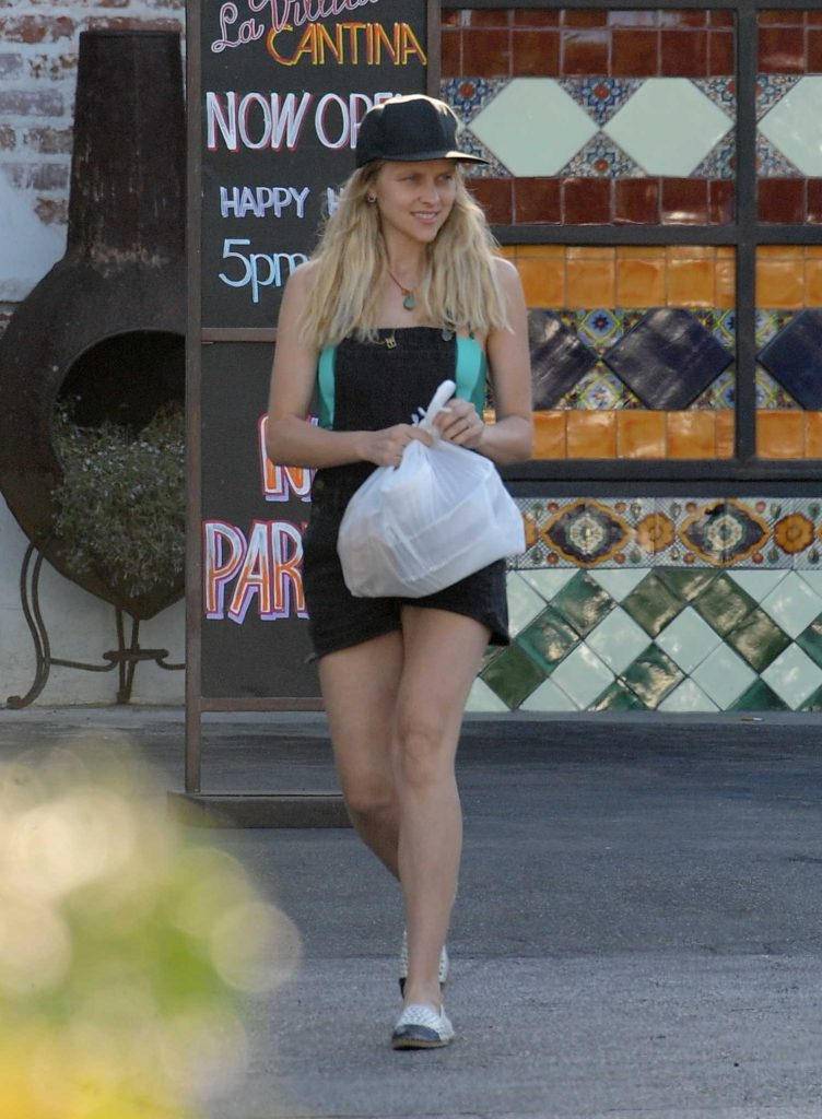 Teresa Palmer Was Seen Out in Los Angeles-2