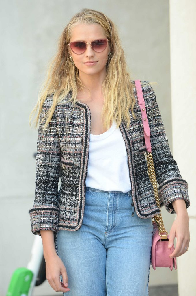 Teresa Palmer Wears a Pink Purse Out in San Diego-4