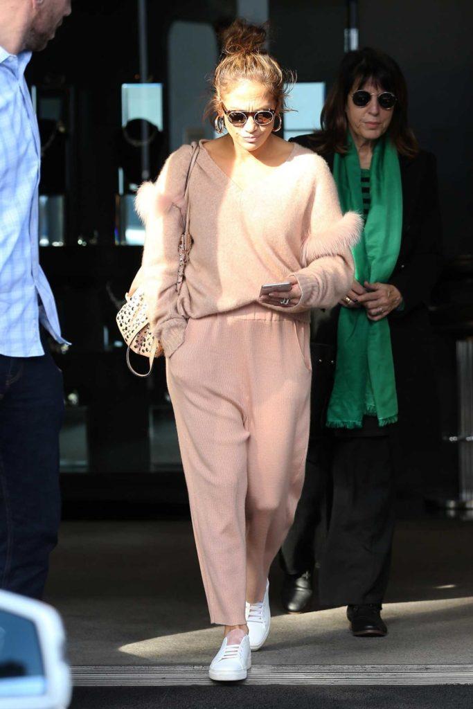 Jennifer Lopez in a Beige Pants