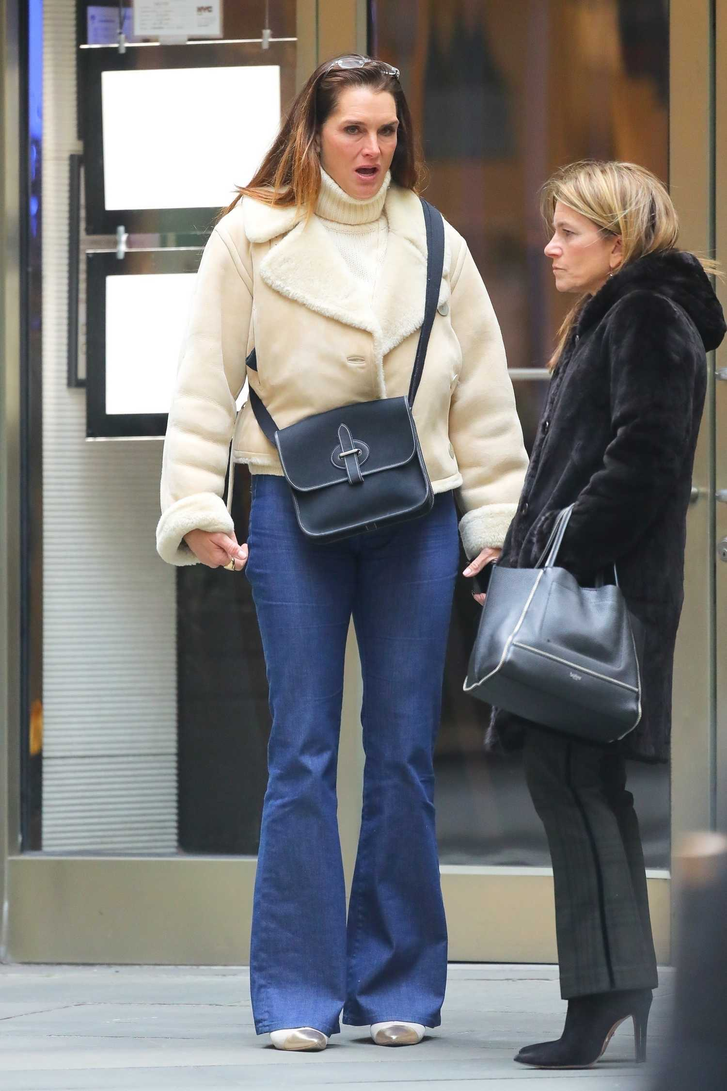 Brooke Shields Arrives at the Gym in New York - Celeb Donut
