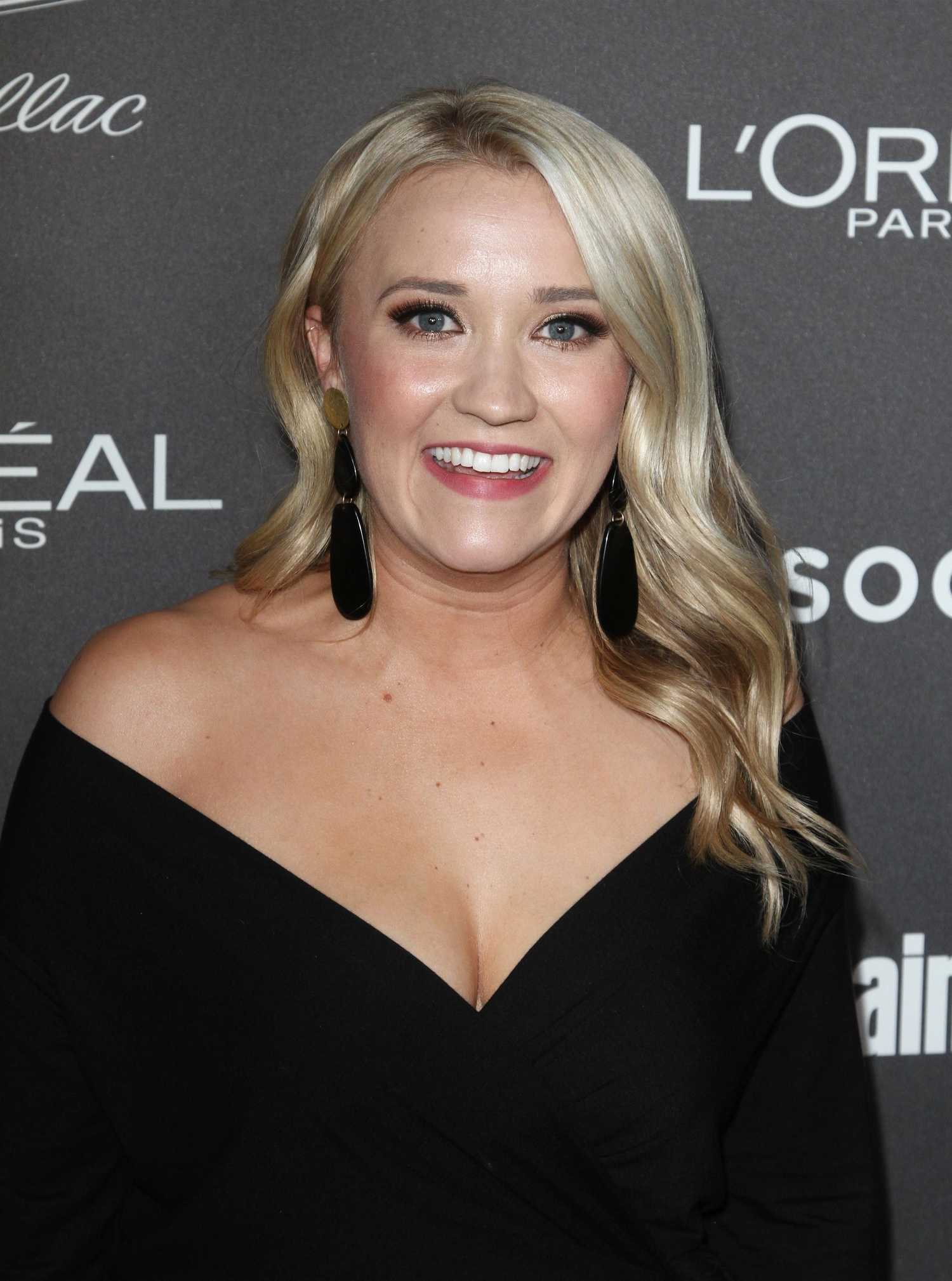 emily osment attends  entertainment weekly pre sag party  los angeles celeb donut