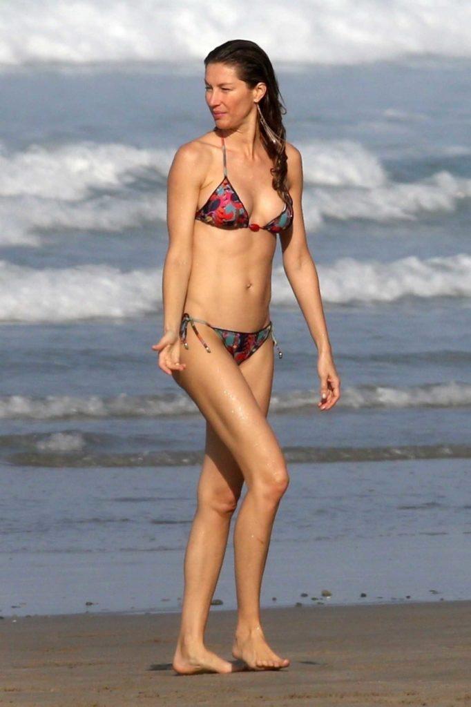 Gisele Bundchen in Bikini