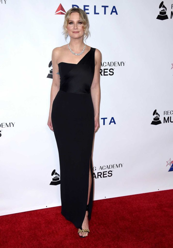 Jennifer Nettles Attends 2019 MusiCares Person of The Year ...