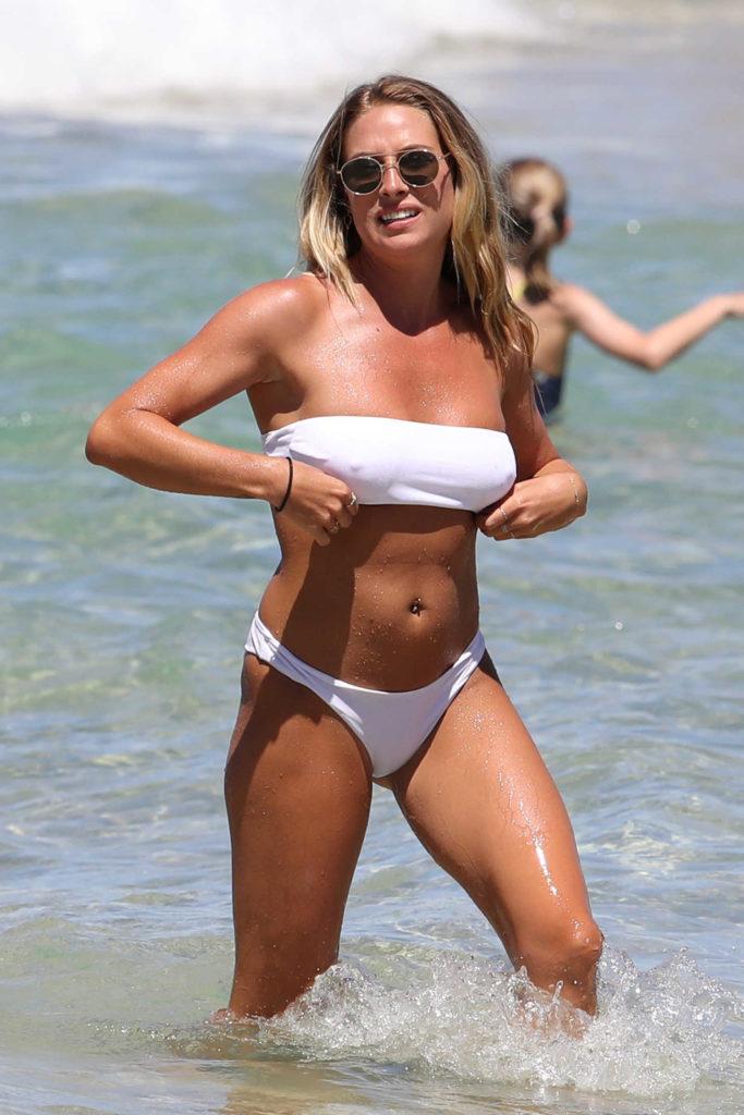 Holland And Holland >> Lisa Clark in a White Bikini on the Beach in Sydney ...