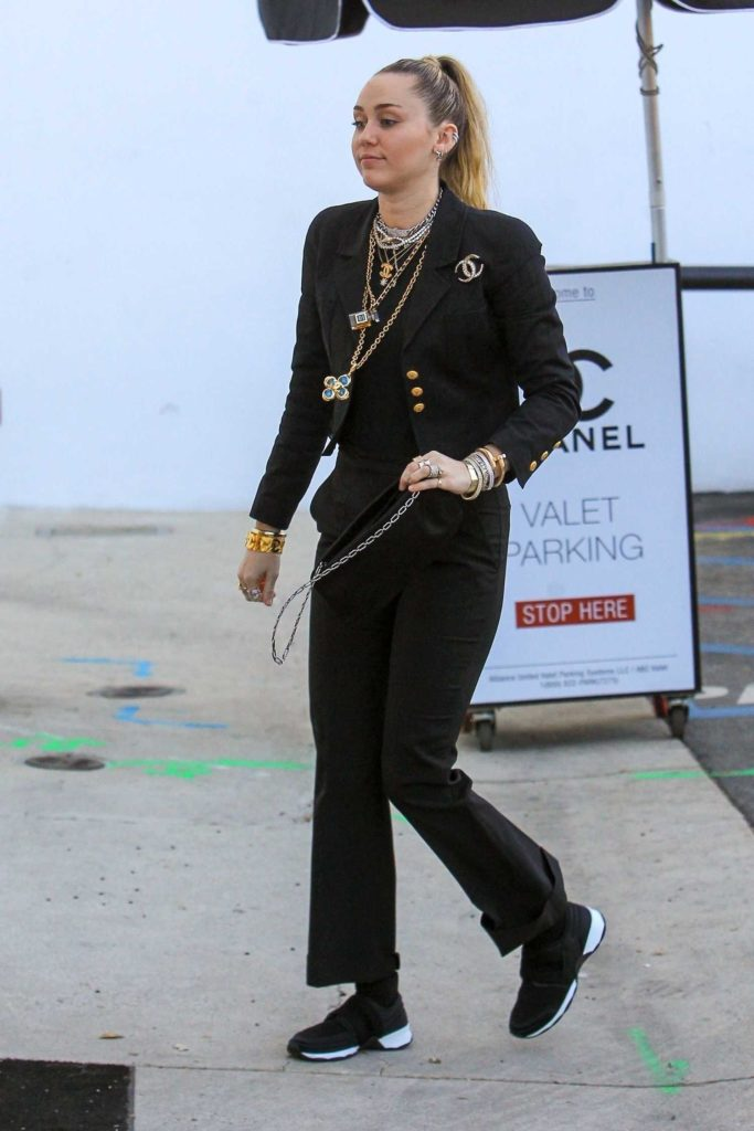 Miley Cyrus in a Black Sneakers