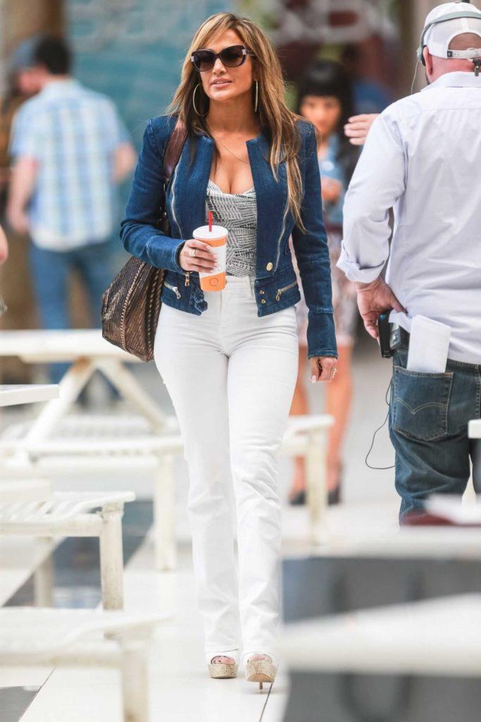 Jennifer Lopez in a White Jeans